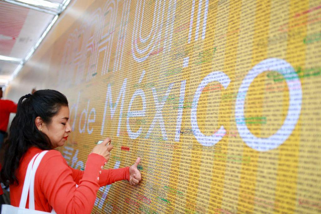 Muro de nombres en Maratón