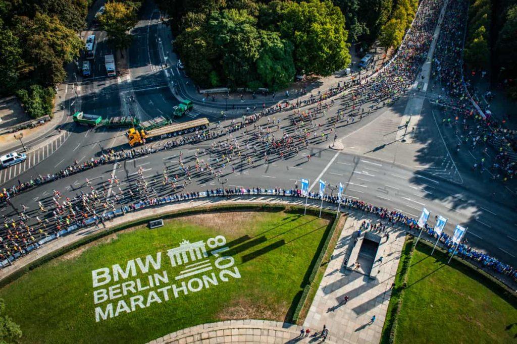 Toma área de glorieta del maratón BMW Berlin